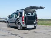 Mercedes Citan Rolstoelauto van Freedom Auto Aanpassingen oprijplaat omhoog