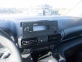 Opel Combo Rolstoelauto van Freedom Auto Aanpassingen radio