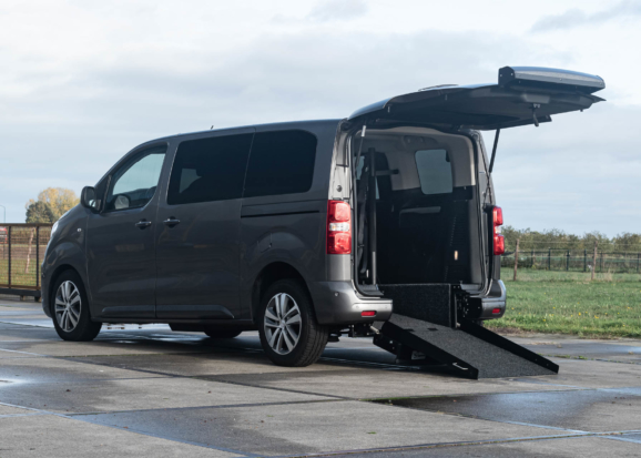 Peugeot Traveller rolstoelbus van Freedom Auto Aanpassingen