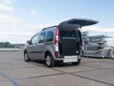 Renault Kangoo Rolstoelauto van Freedom Auto Aanpassingen oprijplaat omhoog