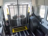 Rolstoellift voor rolstoelbus van Freedom Auto Aanpassingen lift