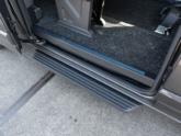 Ford Independence Rolstoelbus van Freedom Auto Aanpassingen opstaphulp