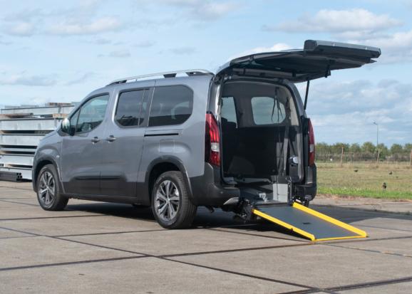 Peugeot Rifter rolstoelauto API model van Freedom Auto Aanpassingen