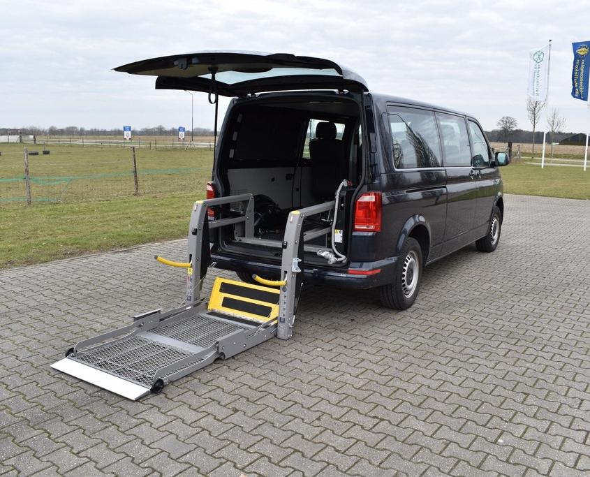 Rolstoellift rolstoelbus